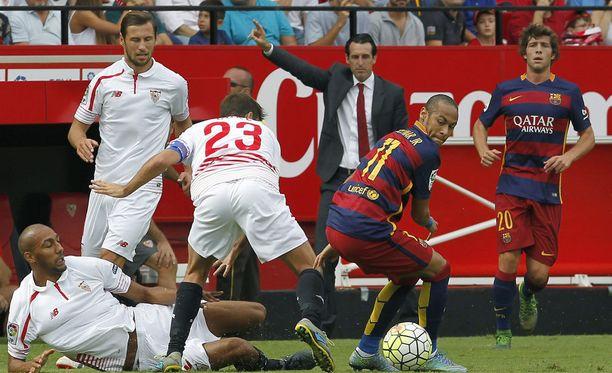 Neymar kävi lähellä maalintekoa ensimmäisellä puoliajalla.
