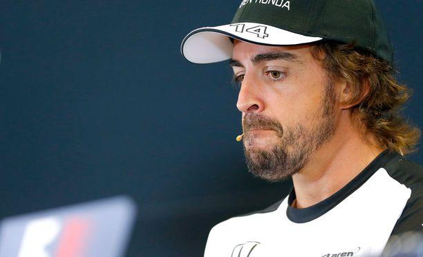 Fernando Alonso antoi vähän erilaiset onnittelut.