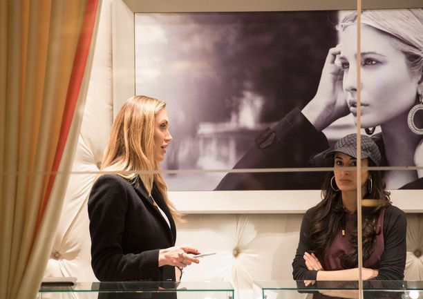 Ivanka Trumpin liike Trump Towerissa.