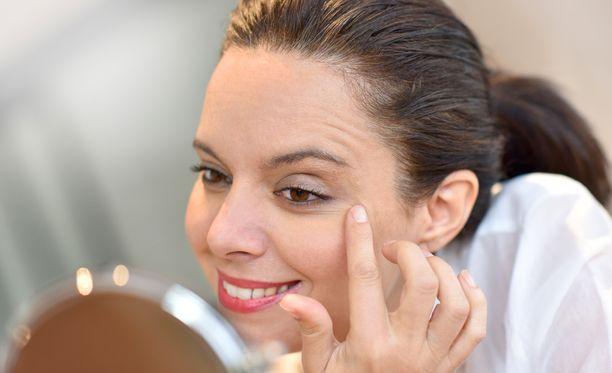 Silmäluomileikkauksen vaikutukset ovat pitkäkestoisia. Suurin osa leikkauksessa käyneistä ovat erittäin tyytyväisiä tuloksiin.