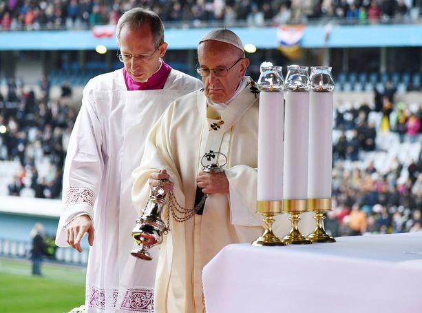 Paavin katolilaisten ja luterilaisten yhteyttä korostava saarna toi ainakin symbolista toivonkajoa sirpaloituneeseen maailmaan.