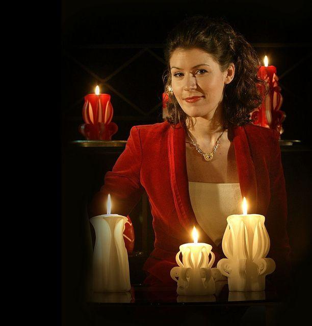 Tyrmistyneet alaiset kutsuivat Maria Drockilaa selän takana Neiti Draculaksi.