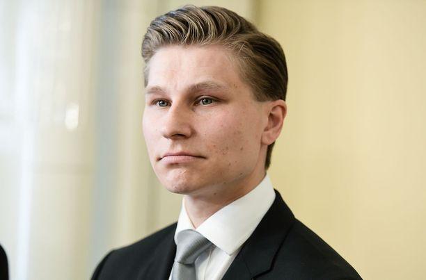 Oikeusministeri Antti Häkkänen sanoi A-studiossa, että lakeja pitää noudattaa, vaikka ne eivät aina oman mielen mukaisia olisikaan.