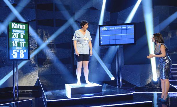 Suurin pudottaja -ohjelmassa kisaajat punnitaan jännityksen saattelemina. Kuva ohjelman Englannin-versiosta vuodelta 2011.