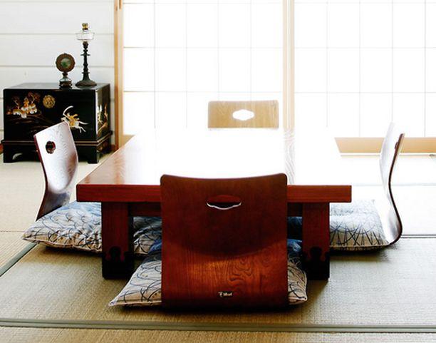 Japanilaiset perinne-esineet ovat kulkeneet Naganosta Pukkilaan lukuisina postipaketteina.