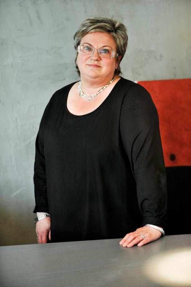 Kokoomuksen kansanedustaja Jaana Laitinen-Pesola järkyttyi oman puolueensa ajamista leikkauksista.
