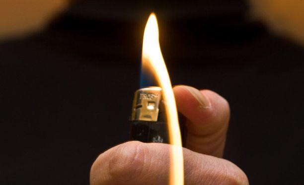 """Nainen myönsi häpykarvojen polttamisen, jonka kuitenkin katsoi jääneen """"hyvin vähäiseksi"""" teoksi."""