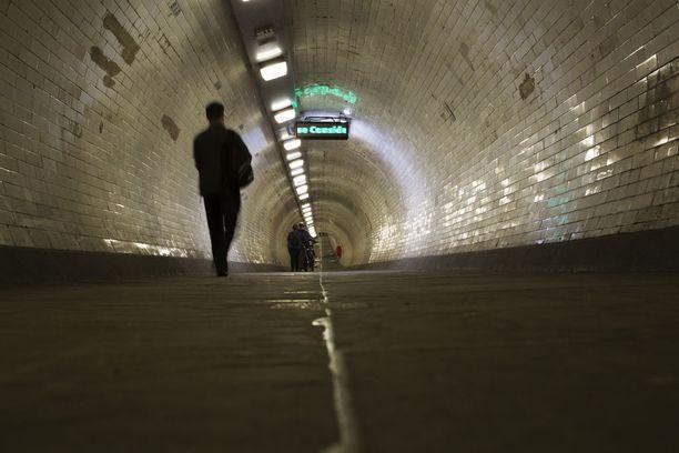 Greenwichin alikulkutunneli rakennettiin satamatyöntekijöitä varten Thamesin alittamiseen.