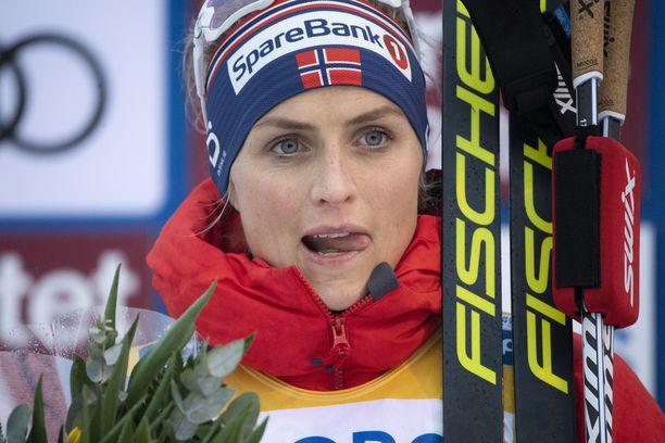 Therese Johaug avasi Tourin voitolla Östersundissa.