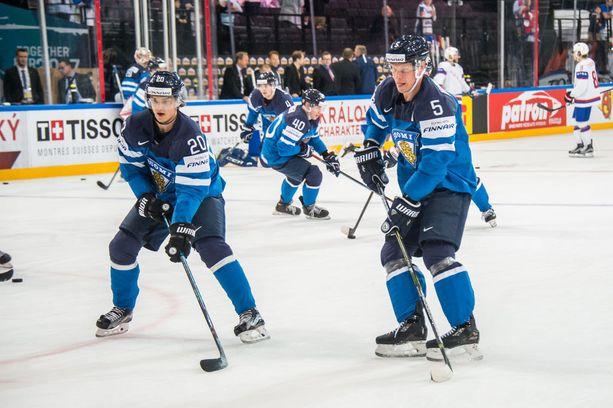 Sebastian Aho ja Lasse Kukkonen ovat pelanneet yhdessä maajoukkueessa ja Kärpissä.