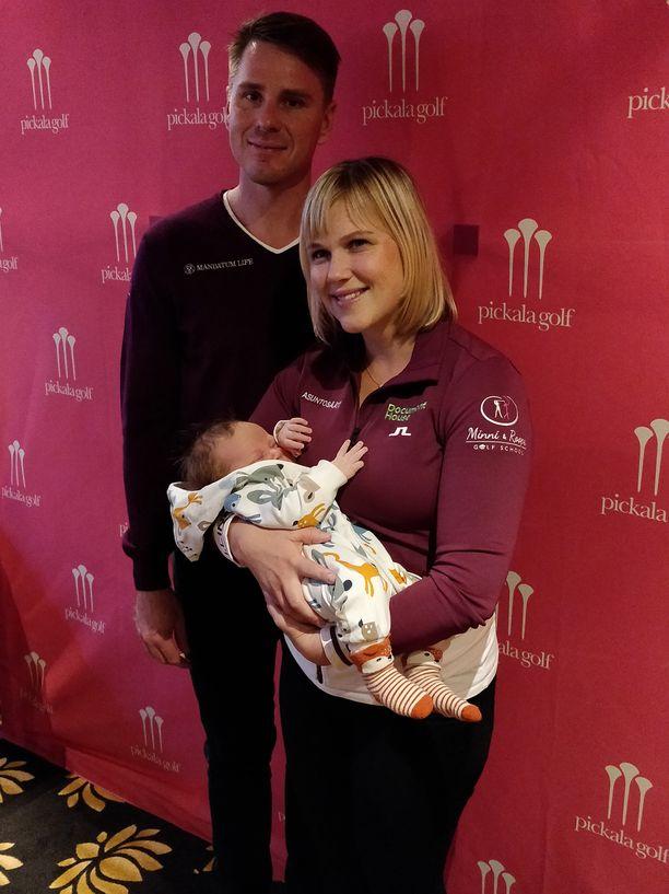 Syyskuun alussa syntynyt Kaapo-poika oli odotettu ja toivottu lisä Minea Blomqvist-Kakon ja Roope Kakon perheeseen. Pariskunnan esikoinen, Elmeri-poika, täytti keväällä 8 vuotta.