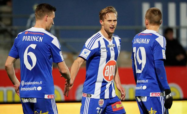 Akeseli Pelvas (keskellä) avais HJK:n maalihanat.