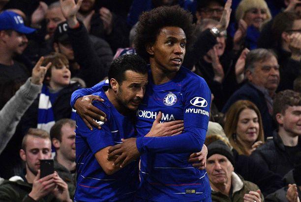 Pedro ja Willian iskivät maalit mieheen Chelsean 2-1-voitossa.