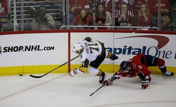 Viime kaudella moni vastustaja jäi kukkaan puhjenneen William Karlssonin jalkoihin.