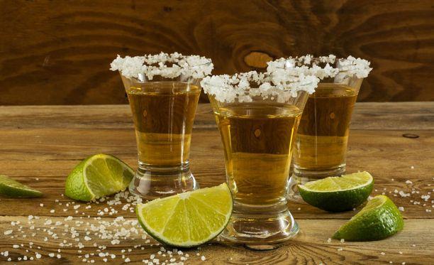 Tequilaa juodaan yleensä pienistä laseista. Kelvin Rafael Mejia osoitti, että koko pullon juominen yhdellä kerralla voi tappaa.