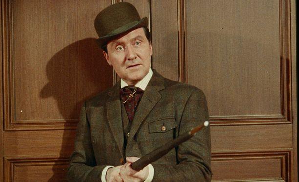 Elokuvista Macnee muistetaan etenkin vuonna 1985 valmistuneesta James Bond -filmistä 007 ja kuoleman katse.