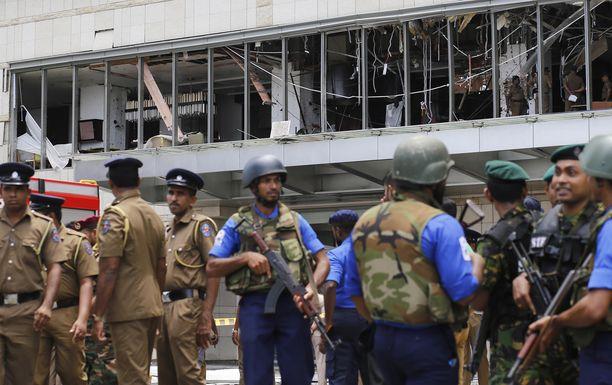 Kolme tanskalaislasta sai silminnäkijän mukaan surmansa kuvan Shangri-La-hotellissa Colombossa.