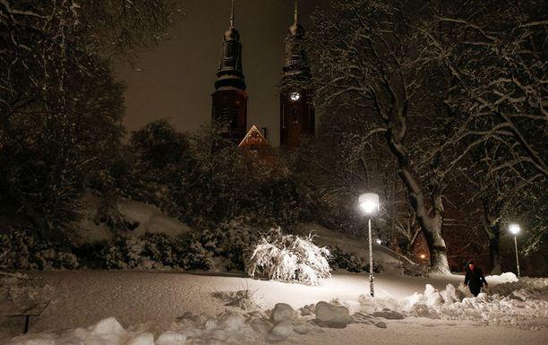 Lumimyräkkä iski pahiten Norlantiin. Tässä luminen Tukholma 2016.