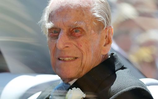 Prinssi Philip täyttää tänään 99 vuotta – takana dramaattiset ajat: sairautta, autokolari, perillisten törttöilyt...