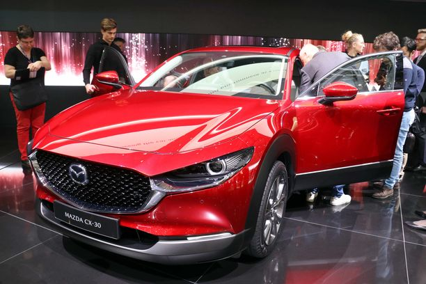 Uusi Mazda CX30 on reilusti nykyistä CX3:a tilavampi.