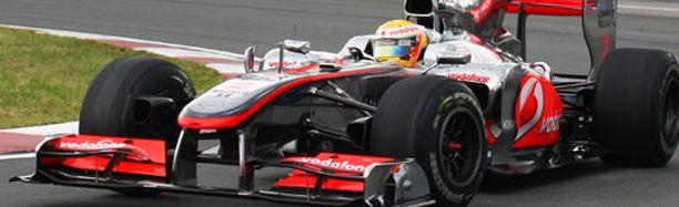 McLarenin Lewis Hamilton rikkoi Red Bull -kuljettajien putken paalupaikoissa.