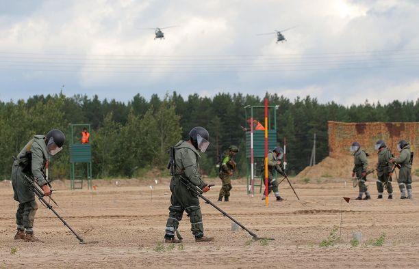 Uzbekistanilaiset ja valkovenäläiset joukot tositoimissa Tjumenin kisoissa.