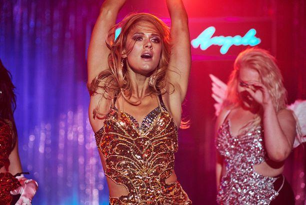 Krista Kososen näyttelemä Angela on elementissään yökerhon lavalla.