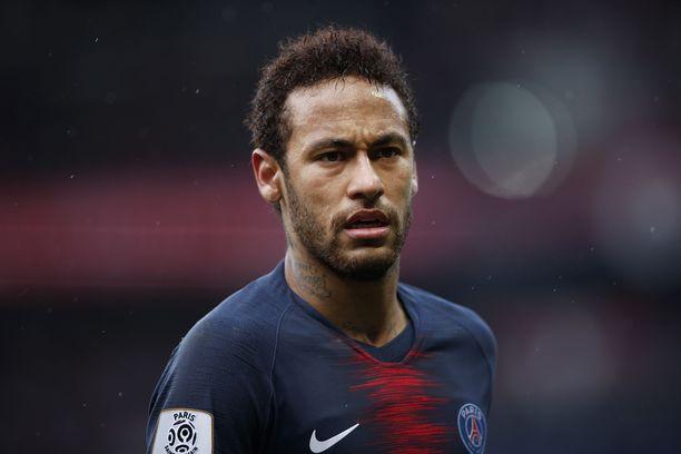 PSG:n hyökkääjää Neymaria epäillään raiskauksesta, kertoo brasilialaismedia.