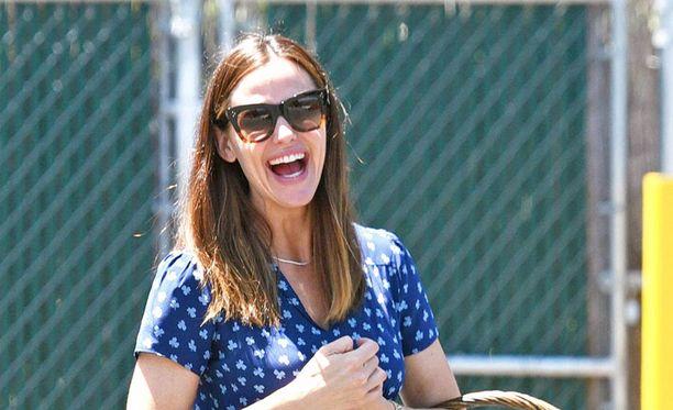 Jennifer Garner on yhtä hymyä.