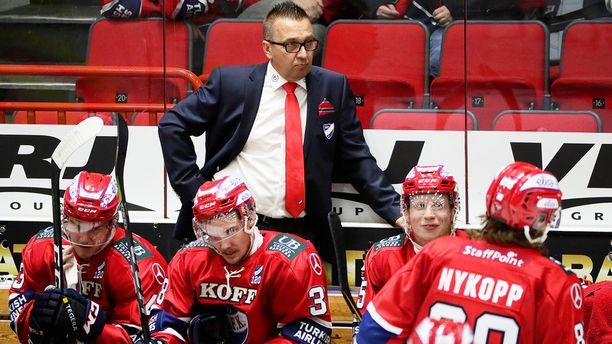 HIFK:n uusi päävalmentaja Ari-Pekka Selin on heti alkuun tiukassa paikassa, kun joukkueella on vain yksi voitto seitsemästä liigapelistä.