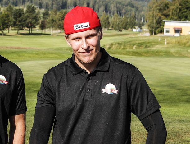 Patrik Laine pelasi golfia lauantaina Nokialla järjestetyssä hyväntekeväisyystapahtumassa.