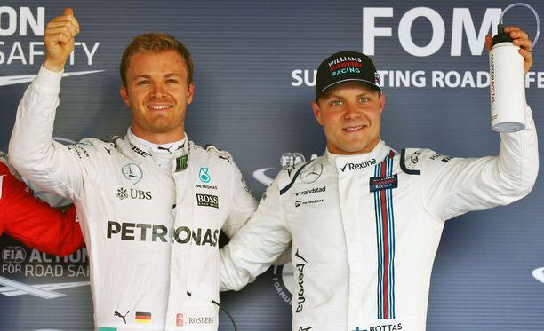 Valtteri Bottas (oik.) otti yhteyttä Nico Rosbergiin.