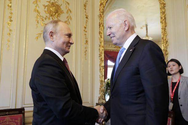 Biden ja Putin tapasivat silmästä silmään Sveitsin Genevessä keskiviikkona.