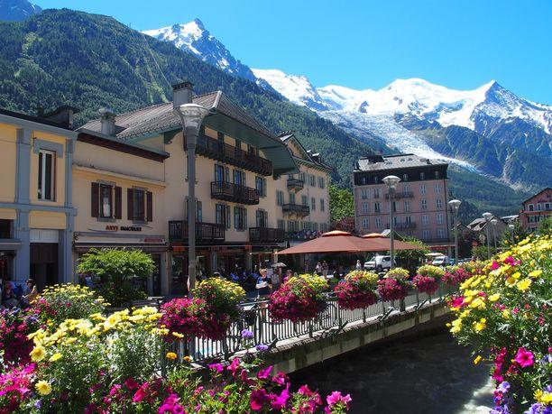 Chamonix tunnetaan turistikohteena, jossa on muun muassa hiihtokeskus.