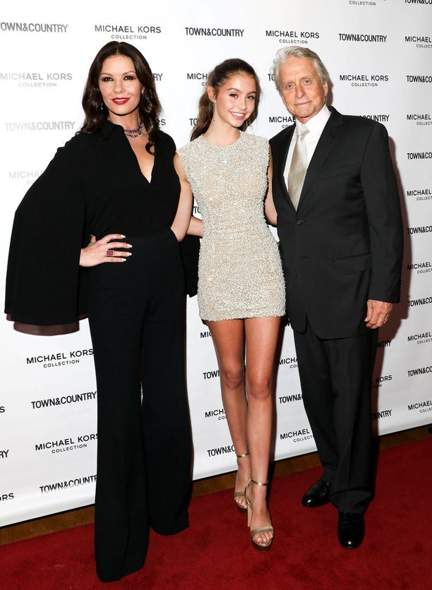 Catherine Zeta-Jonesin ja Michael Douglasin tytär Carys on 15-vuotias.