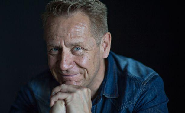 Olli Lindholm on rakastunut mies.