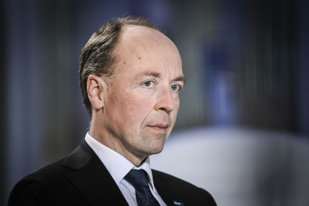 Perussuomalaisten puheenjohtaja Jussi Halla-aho uskoo keskustan jatkavan hallituksessa.