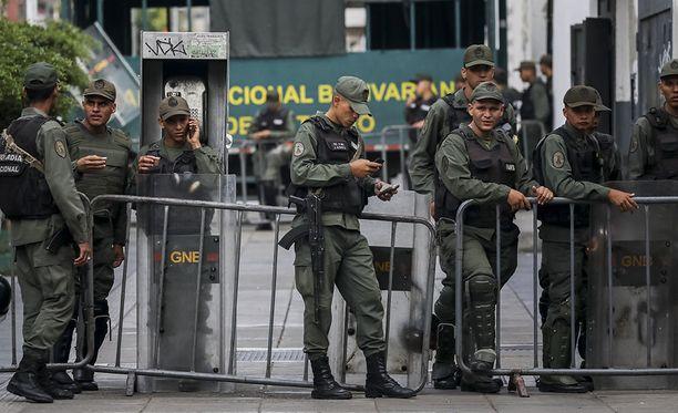 Kriisissä olevassa Venezuelassa jännitteet ovat kiristyneet viikonlopun aikana. Eilen kansalliskaartin sotilaat saartoivat syyttäjänviraston rakennuksen ja presidentti Nicolas Maduron kriitikkona tunnettu pääsyyttäjä Luisa Ortega erotettiin.