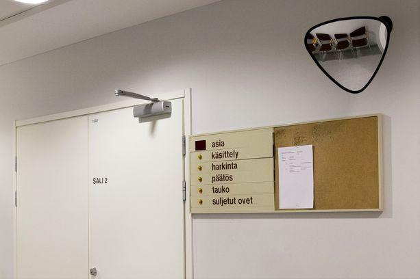 Tappojutun oheissyytteet luettiin keskiviikkona Joensuussa Pohjois-Karjalan käräjäoikeudessa.