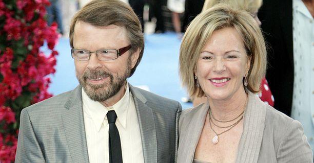 Björn Ulvaeus ja Anni-Frid Reuss-Lyngstad saapuivat yhdessä Mamma Mia -elokuvan ensi-iltaan.