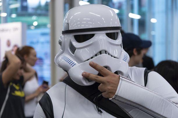 Aito Stormtrooper-kypäräkin on myytävänä.