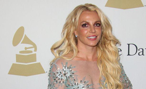 Britney Spears päästi luovuuden valloilleen.