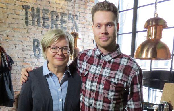 Eero Ettalan äiti Eila on nähty myös Eerosta kertovassa Ender-dokumentissa.
