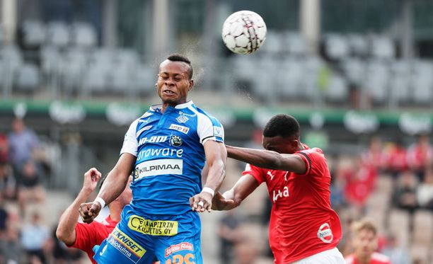 Emeka Eze (vas.) pelasi viimeiset minuuttinsa RoPS:n paidassa.