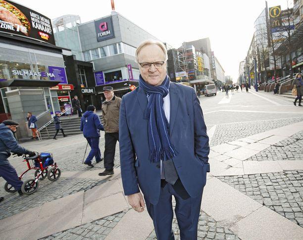 SDP:n kansanedustaja Lauri Ihalainen moitti hallitusta kolmikannan ohittamisesta. KUVA: PETTERI KIVIMÄKI