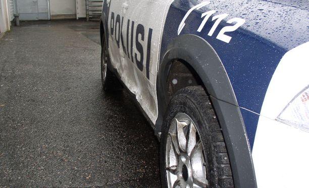 Takaa-ajo päättyi Hämeenlinnaan. Apuna käytettiin muun muassa piikkimattoa.