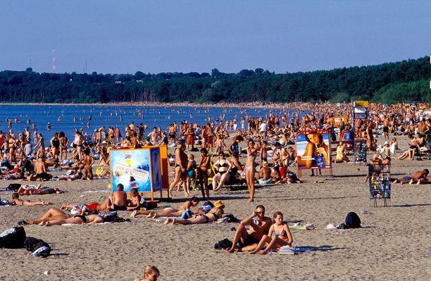 Suosituimpina päivinä Piritan rannalla riittää väkeä.