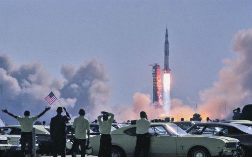 """Tasan 50 vuotta sitten ihminen lähti kävelylle kuuhun – """"Kaljaveikko"""" Eero näki raketin laukaisun omin silmin ja tuli samana vuonna uskoon"""