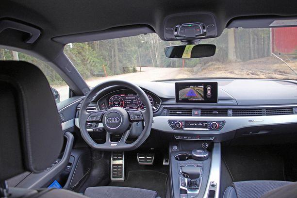 Ehdottoman miellyttävä kabiini tässä autossa.