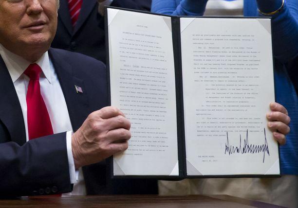 Viime vuoden huhtikuussa Trump esitteli päätöstä, joka mahdollistaa öljyn poraamisen laajentamisen.